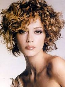 Short Hairstyles For Curly Hair Round Face 02