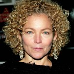 Short Hairstyles For Curly Hair Round Face 09