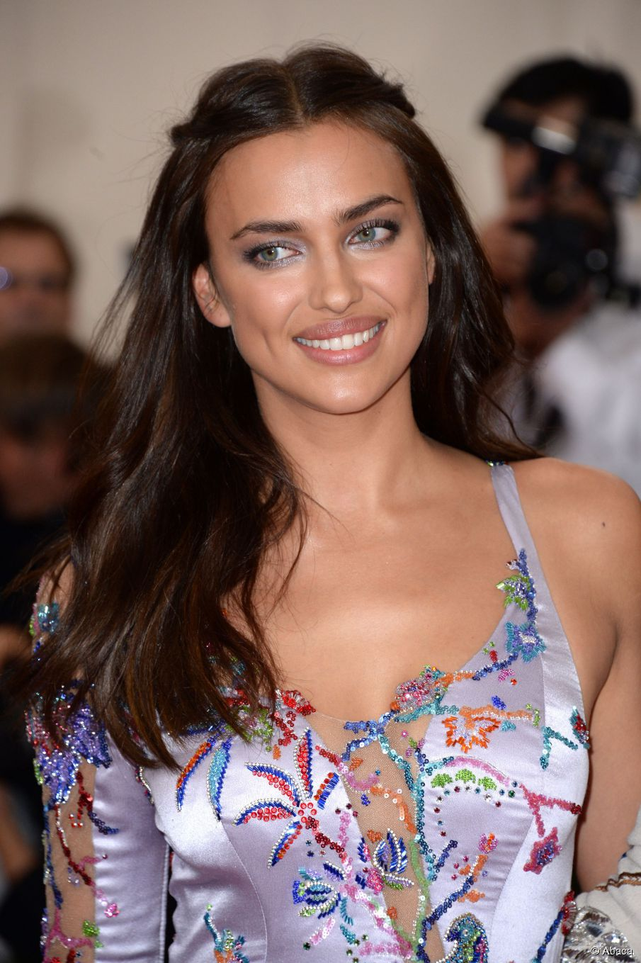 Irina Shayk hairstyle 2017 hair color 1