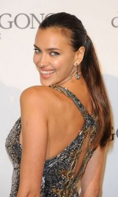 Irina Shayk hairstyle 2017 Hair color 7