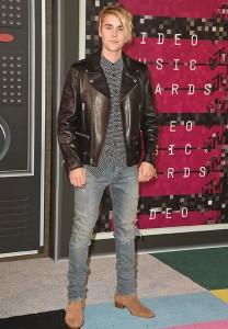justin bieber new haircut 2015 in MTV VMAs red carpet 5