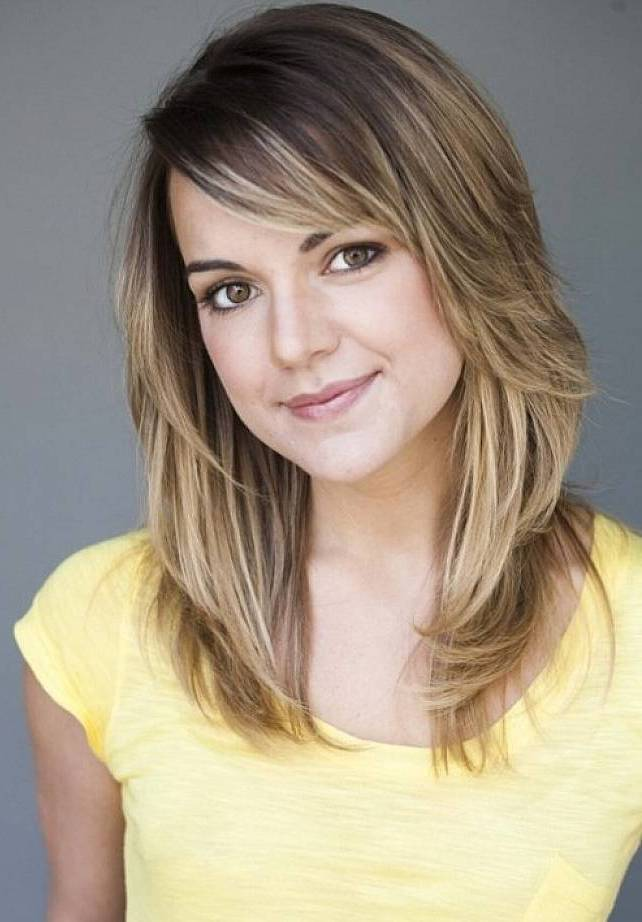 Medium Layered Hairstyles 2017 With Bangs 02