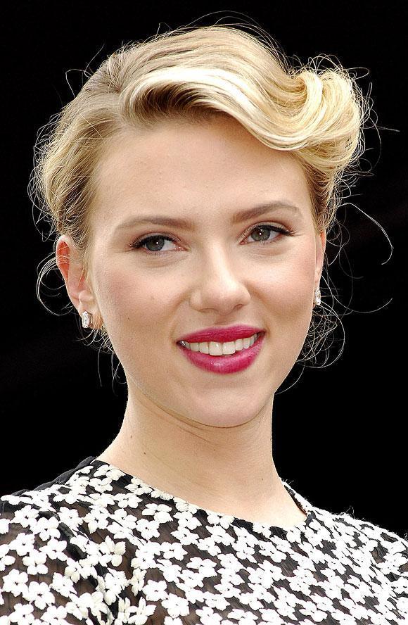 Scarlett Johansson Haircut 2017 And Natural Hair Color