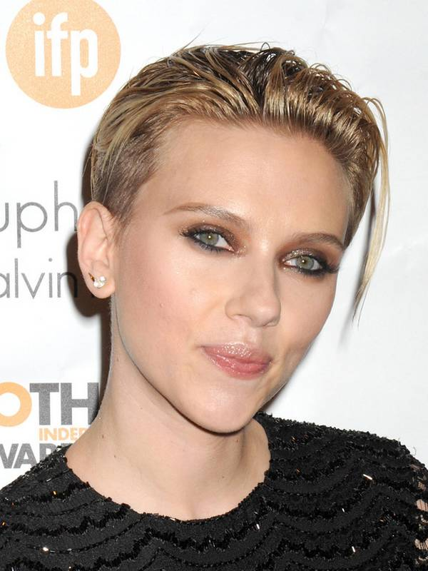 Scarlett Johansson haircut 2017 and natural hair color 8