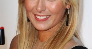 Maria Sharapova long hairstyle with blonde hair color