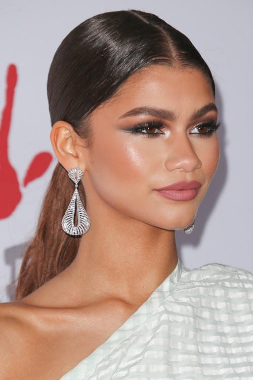 zendaya hairstyle 2017 and hair color