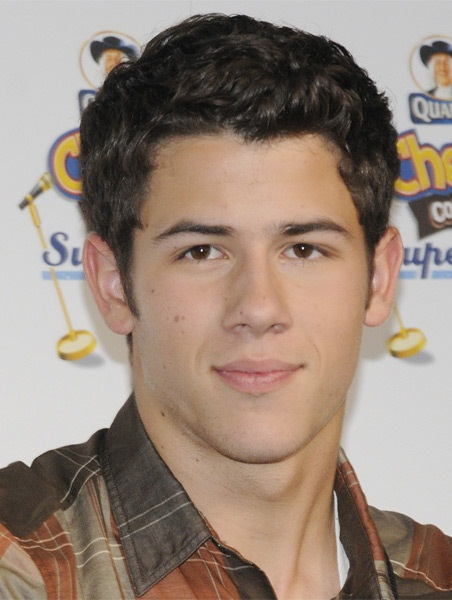 Nick Jonas New Hairstyle 2017 Pictures