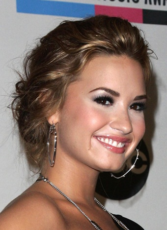 Demi Lovato Best, Short, Bun, Updo, Braided Hairstyles Pictures
