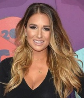 Jessie James Decker Hairstyles 2017 Long, Curly Pics