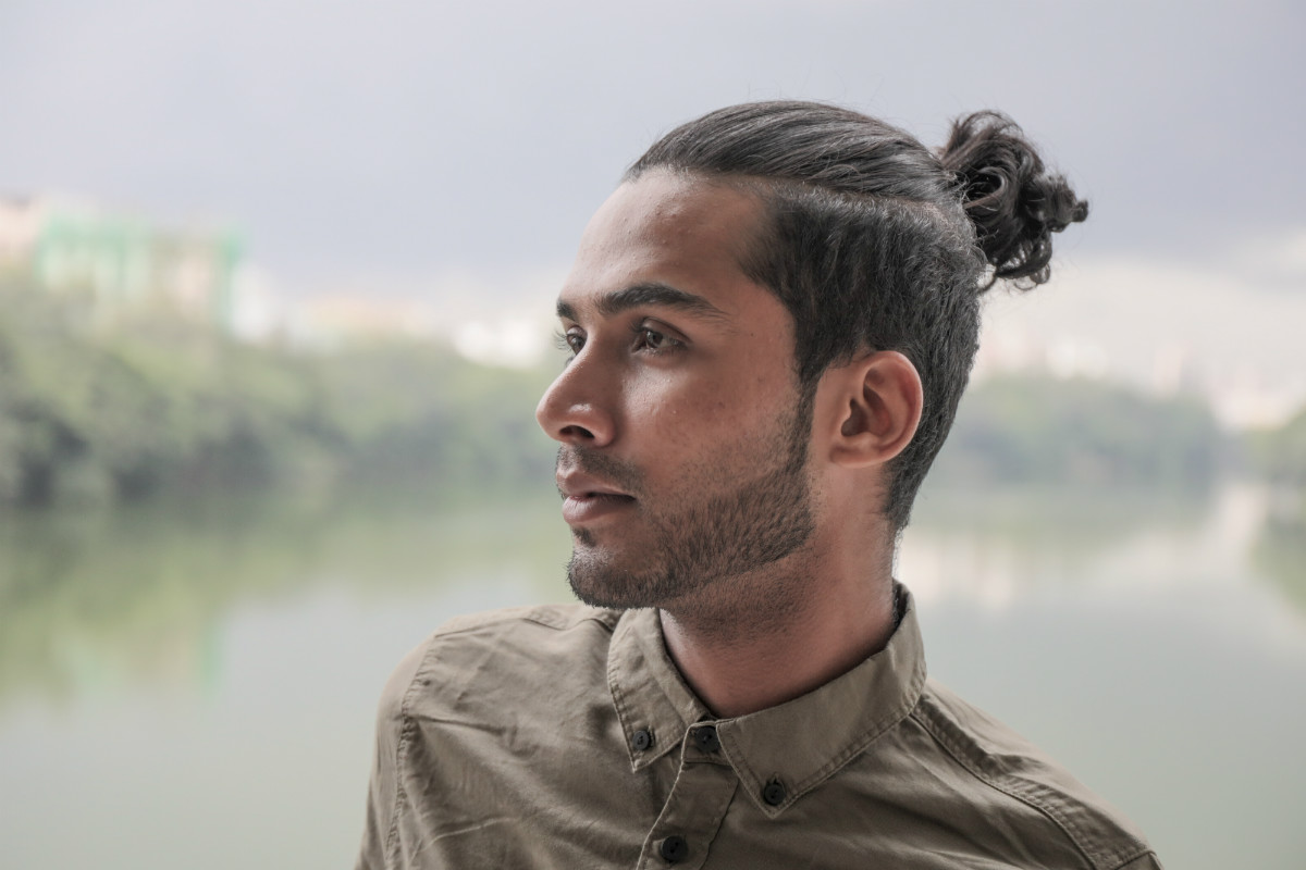 Men's Hairstyle Trends 2019 Pony and Beard
