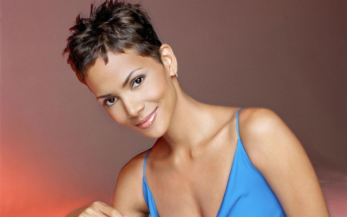 Halle Berry Short Pixie Hairstyles Pictures