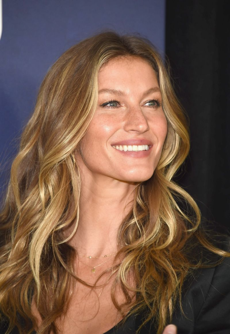 Gisele Bundchen Hairstyles 2020 Hair Color Pictures