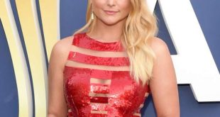 Miranda Lambert New Short Haircut 2020 at Country Music Award