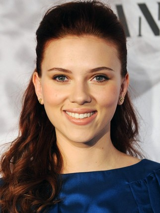 Scarlett Johansson haircut 2020 and natural hair color 8