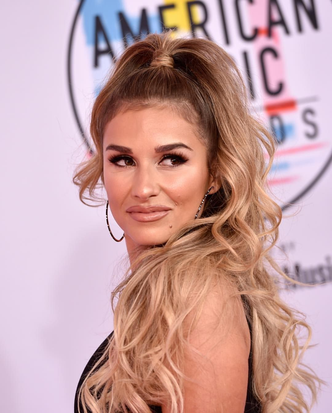 Jessie James Decker Hairstyles 2020 Long, Curly Pics