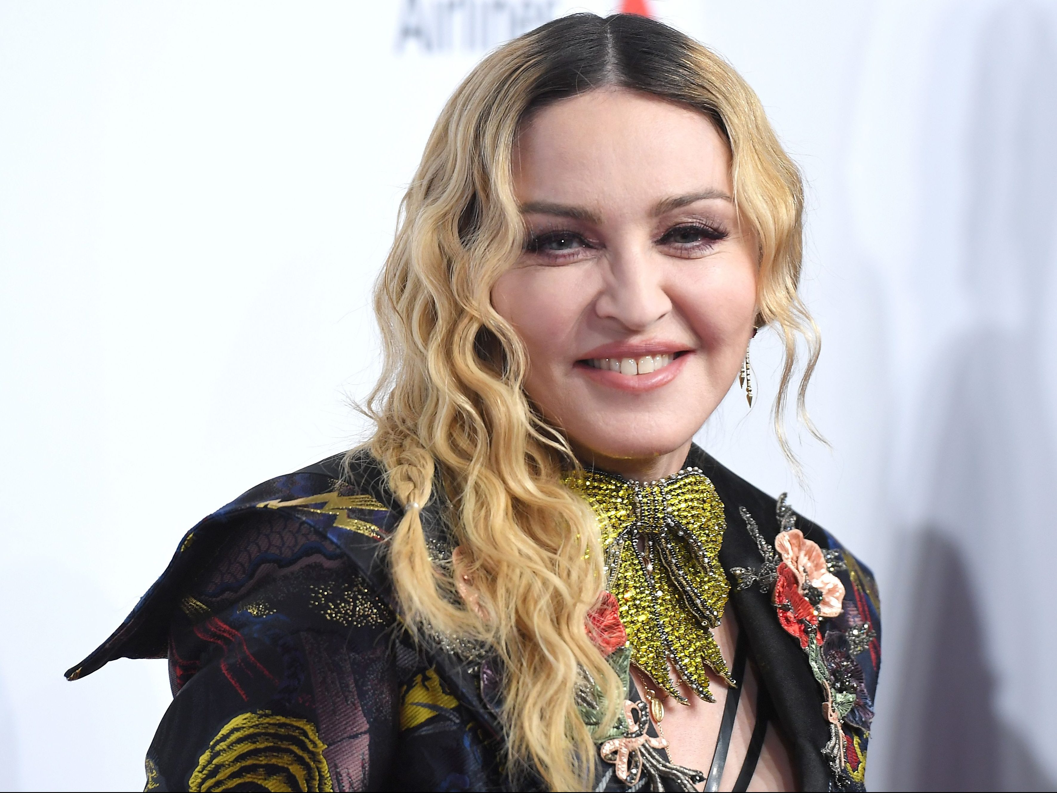Madonna New Hairstyle 2018 Curly Hairs