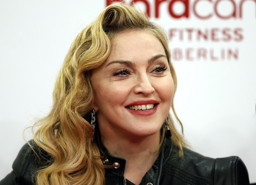 Madonna New Hairstyle 2018 Long Curly Side Puff
